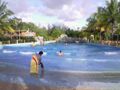 Waves in the wave pool